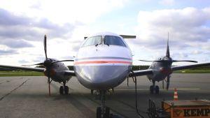 Lentokone Porin lentokentällä.
