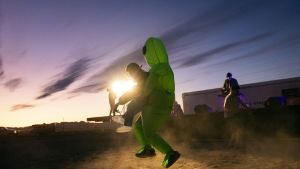 Ihmiset olivat pukeutuneet alien-teemaisesti.