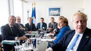 Emmanuel Macron, Angela Merkel ja Boris Johnson tapasivat YK:n päämajassa ilmastokokouksen jälkeen.
