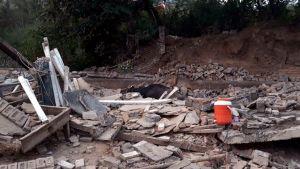 Lukuisia rakennuksia sortui 5,8 magnitudin maanjäristyksessä lähellä Mirpurin kaupunkia.