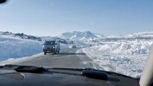 Talvinen E10-tie Ruotsin Kiirunan ja Norjan Narvikin välillä.