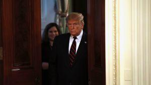 Donald Trump astuu ovesta.