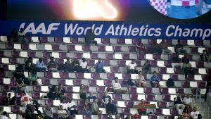 Katsomo Khalifa-stadionilla.