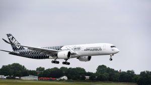 Arkistokuva. Airbus 350 Paris Air Show -tapahtumassa kesäkuussa 2015.