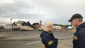 Onnettomuustutkinta käynnissä B-17 -koneen pudottua Bradleyn kansainvälisellä lentoasemalla.