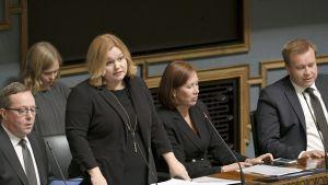 Perhe- ja peruspalveluministeri Krista Kiuru vastasi eduskunnan suullisella kyselytunnilla tänään Helsingissä.