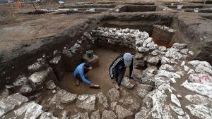 Arkeologit työskentelevät 5000 vuotta vanhan kaupungin raunioilla.