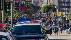 Los Angelesin poliisin eli LAPD:n poliisiautoja.