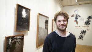 Valokuvataiteilija Aapo Huhta palkittiin Vuoden 2020 nuorena taiteilijana Tampereella torstaina
