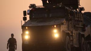 Turkin sotilaita auringonlaskussa