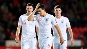 Englannin pettyneitä pelaajia; Michael Keane, Harry Maguire ja Declan Rice