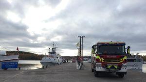 Pelastuslaitoksen yksikkö Jyväskylän satamassa.