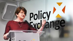 Pohjois-Irlannin demokraattisen unionistipuolueen johtaja Arlene Foster.