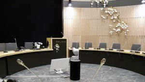 Saamelaiskäräjien istuntosali Solju Saamelaiskeskus Sajoksessa Inarissa.