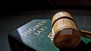 Suomen lakikirja ja nuija