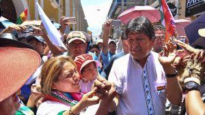 Bolivian presidentti Evo Morales osallistui kannattajiensa kanssa vaalitapahtumaan Cochabambassa torstaina.