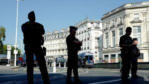 Poliiseja Bayonnen kadulla. Arkistokuva.