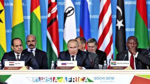 Venäjän presidentti Vladimir Putin ensimmäistä Venäjän ja Afrikan maiden huippukokousta Sotšissa Mustanmeren rannalla.