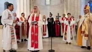 Kokkolalaislähtöinen Maria Leppäkari vihittiin syyskuussa papiksi Jerusalemissa. Hän toivoo olevansa esimerkkinä paikallisille naisille niin, että nämäkin lähtisivät opiskelemaan uskontoa.