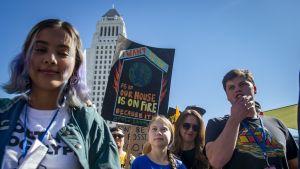 Greta Thunberg osallistui nuorten ilmastomielenosoitukseen Los Angelesin kaupungitalon edustalla 1. marraskuuta.