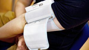 Bluetooth-yhteydellä toimiva verenpainemittari.