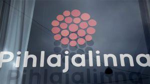 Sosiaali- ja terveyspalveluyhtiö Pihlajalinnan logo.