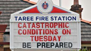 Tareen paloaseman kyltissä varoitettiin äärimmäisen huonoista sääolosuhteista ja tulipaloista punaisin kirjaimin.