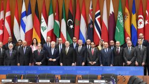 Kuvassa Isisin vastaisen liittouman kokoukseen osallistuneita ulkoministereitä.
