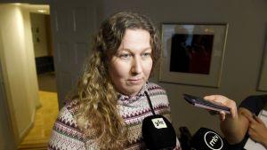 PAUn puheenjohtaja Heidi Nieminen kommentoi neuvottelutilannetta saavuttuaan valtakunnansovittelijan toimistolle lauantaina