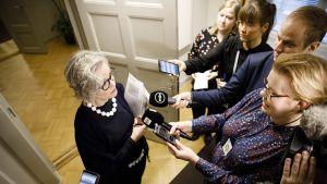 altakunnansovittelija Vuokko Piekkala postilakon neuvotteluissa valtakunnansovittelijan toimistolla Helsingissä sunnuntaina