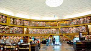Tukholman kaupunginkirjasto Vasastadenin kaupunginosassa.