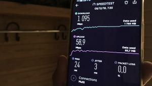 5G-nopeuksia matkapuhelimen näytöllä.