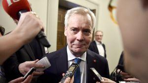 SDP:n puheenjohtaja, pääministeri Antti Rinne vastasi median kysymyksiin SDP:n eduskuntaryhmän kokouksen jälkeen eduskunnassa Helsingissä torstaina 5. joulukuuta.