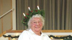 Eila Ilola kruunattiin Vaasan kuudenneksi Lucia-mummoksi.