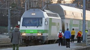 Kaukojuna Helsingistä saapuu Joensuuhun.