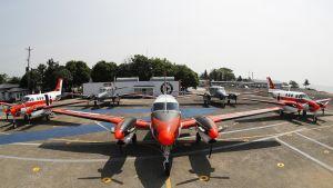 Filippiinien laivaston Beechcraft TC90 -koneita Sangley Pointin lentokentällä Manilassa.