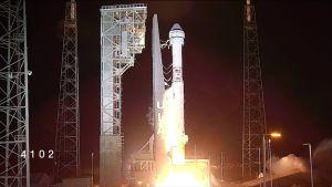 Nasan Atlas V -raketti nousee Cape Canaveralin avaruuskeskuksesta.
