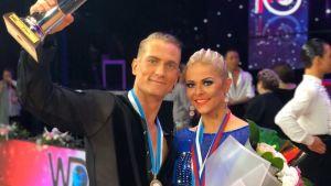 Jaak Vainomaa ja Tiina Tulikallio voittivat tanssiurheilun 10-tanssin ammattilaisten MM kilpailut Venäjällä Jekaterinburgissa.