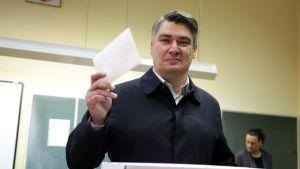 Vasemmistolainen ehdokas Zoran Milanovic kävi äänestämässä