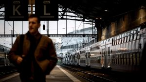 Lakkojen vuoksi vain puolet pikajunavuoroista ja neljäsosa intercity-vuoroista pystyttiin ajamaan Ranskassa sunnuntaina.