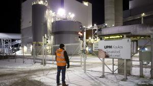 Lakkovahti UPM Kaukaan tehtaanportilla Lappeenrannassa.