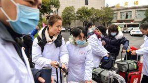Lääkintähenkilökuntaa lähdössä Wuhaniin 27. tammikuuta.