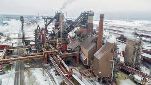 SSAB:n Raahen tehtaan masuunit.