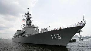 Takanami-luokan ohjushävittäjä Sazanami kuvattuna laivastovierailulla Zhangjiangissa Kiinassa heinäkuussa 2008.