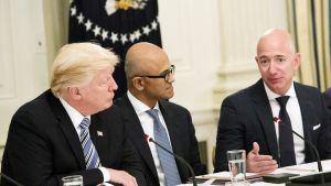 Donald trump, Satya Nadella ja Jeff Bezos