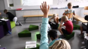 Kolmasluokkalaisia oppitunnilla peruskoulussa.