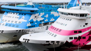 Lauantain myrskytuuli painoi kaksi matkustajalaivaa lähelle toisiaan Maarianhaminan satamassa.