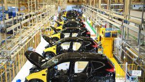 Puolivalmiita autoja kokoonpanolinjalla Hondan Dongfengin tehtaalla Wuhanissa.