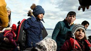 Siirtolaislapsia Lesboksen saarella Kreikassa.