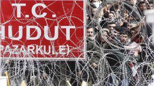 Tuhannet ovat saapuneet viime päivinä Turkin ja Kreikan-vastaiselle maarajalle lähteäkseen Eurooppaan.